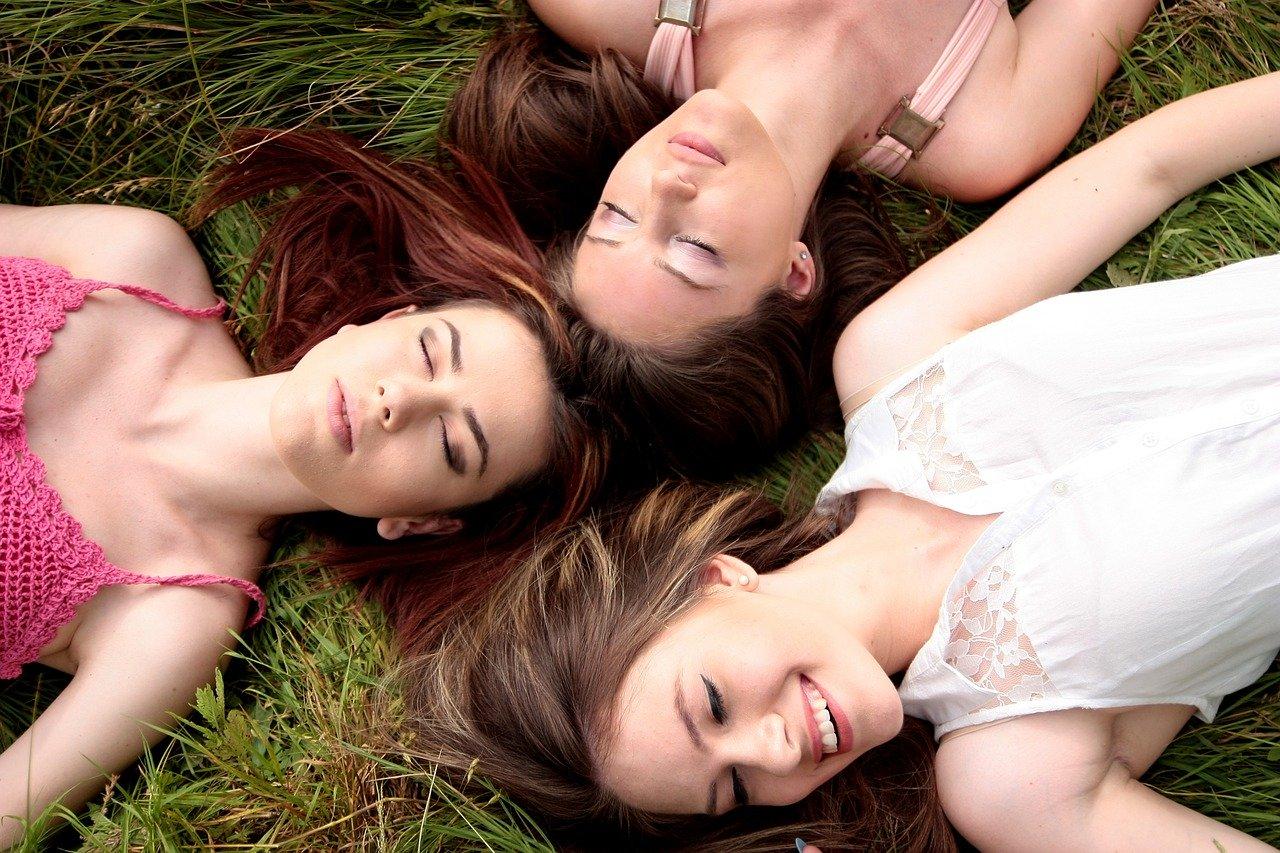 女性ホルモンって何?女性ホルモンが与える影響と増やし方などを解説