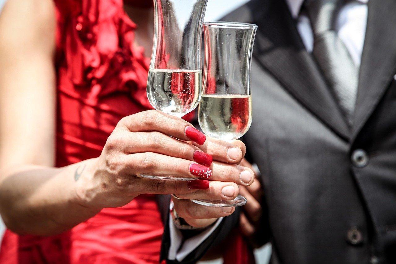 女性の婚活パーティー成功攻略法!服装から会話・立ち振る舞いまで解説!
