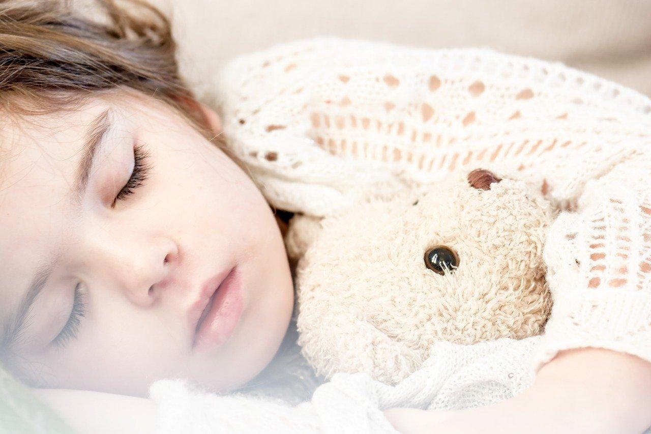 男性が好きな人の寝顔を見て安心する理由とは!?可愛い寝顔で彼を魅了する