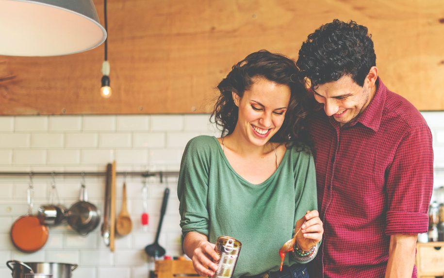 初めてのお家デート注意点!カップルでオススメなお家での過ごし方も解説