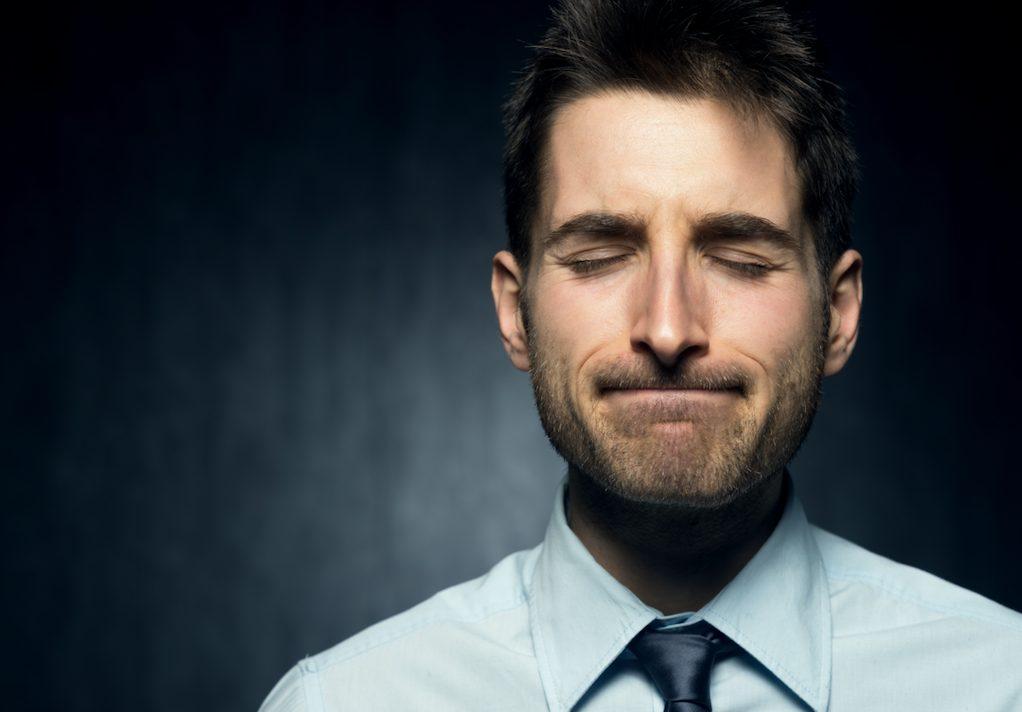 どんな意味があるの?唇を巻き込む癖を持つ男性の性格的特徴と心理状態を解説!