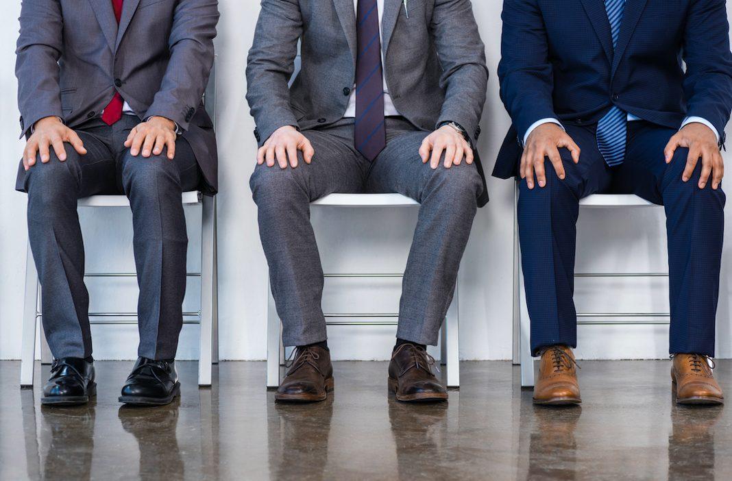 イライラしている?いつも貧乏ゆすりをしている男性の心理や性格的特徴とは?