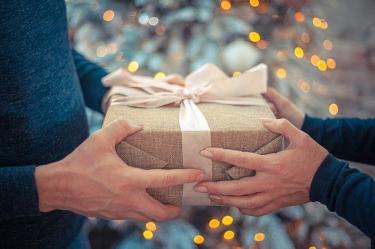 実はありがた迷惑かも?プレゼントされた物を使わない男性心理とは?理由や原因を解説!